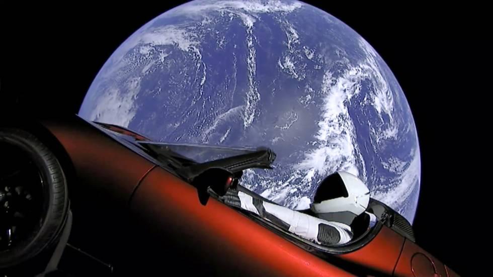 Elon Musk envía un Tesla al espacio